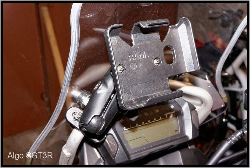 Installation du porte vignette et d'une fixation Ram-mount pour mes GPS. 52fcf6397fd29