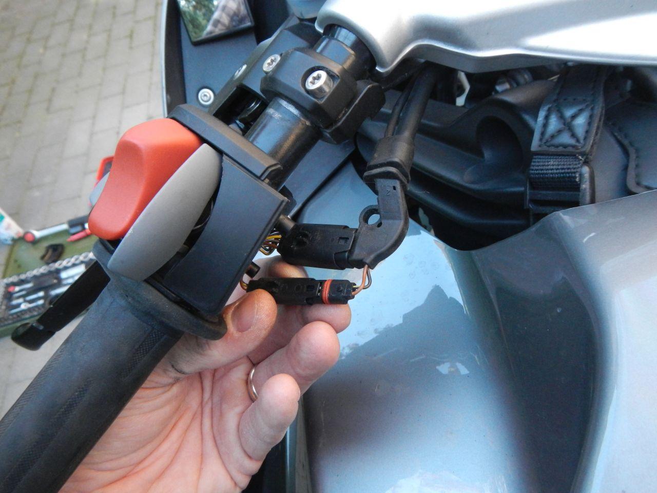 Tuto - réparation poignée chauffante HS - K1200S 560d772e09276
