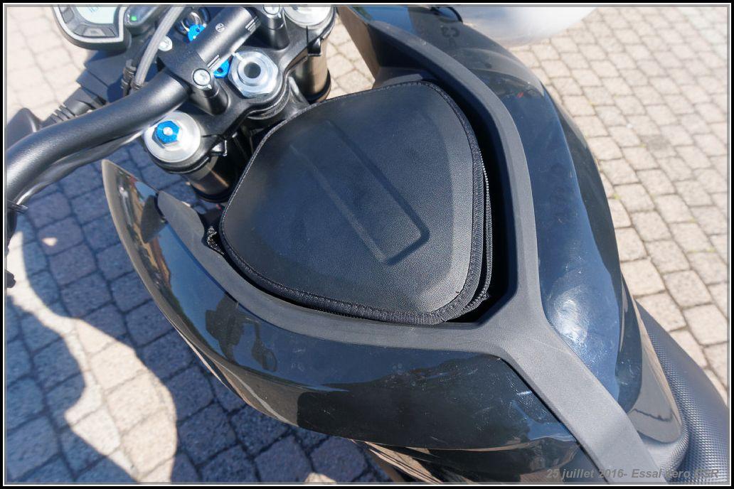 Algo essaie la Zero Motorcycles DSR 5789146419302