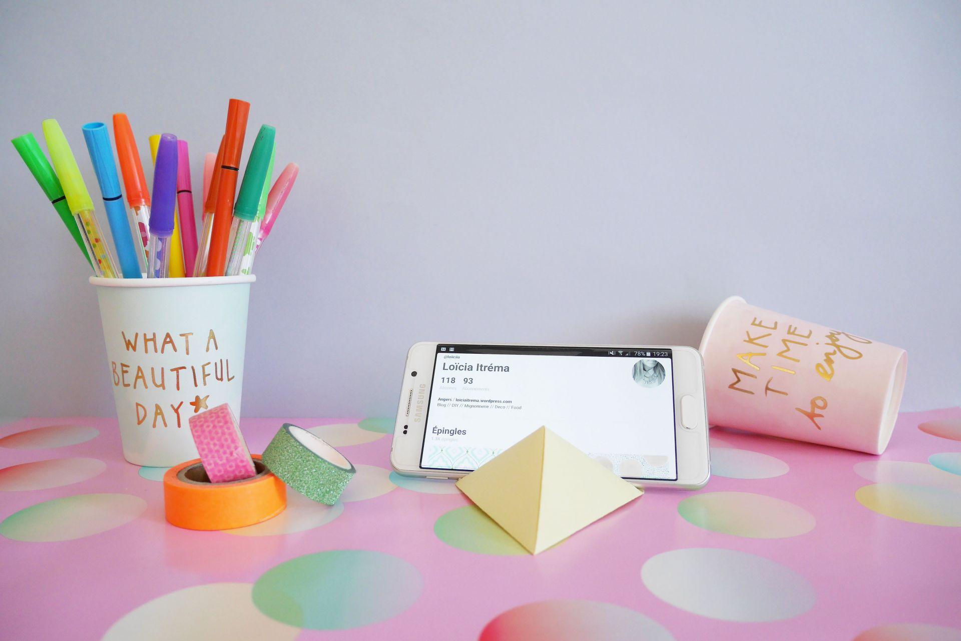 DIY Socle pour smartphone en papier