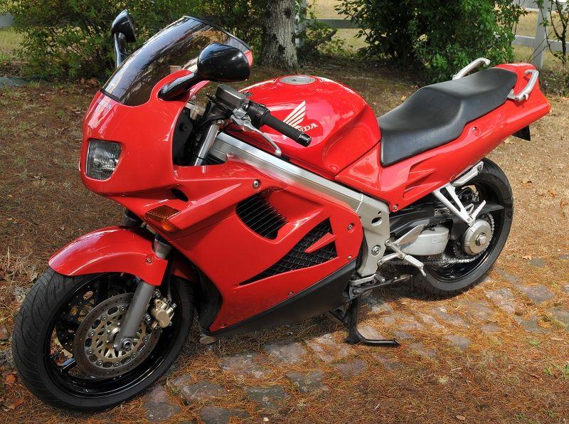 François VFR (moto 750 VFR F) - Page 2 5b892f75415e5