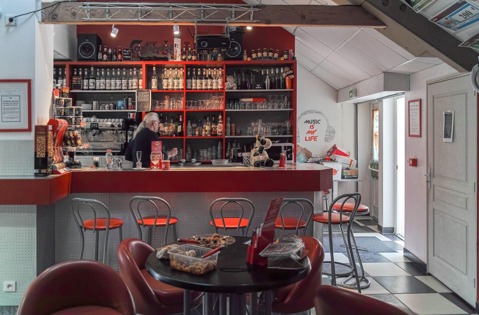 thème du jeu d'octobre '' bistrot, café, brasserie ''  5bd4a658c6d47