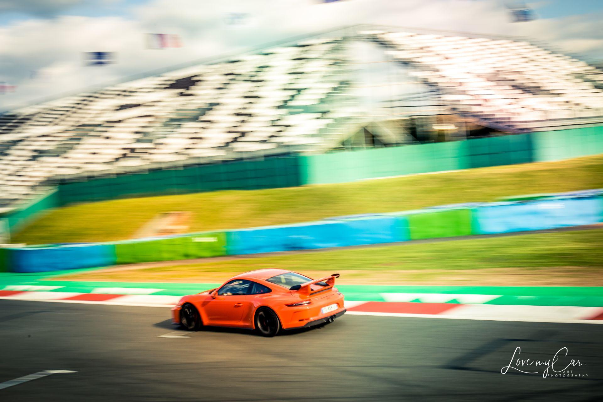 Porsche à pleine vitesse sur circuit - Les photographes de Joomeo - Love My Car