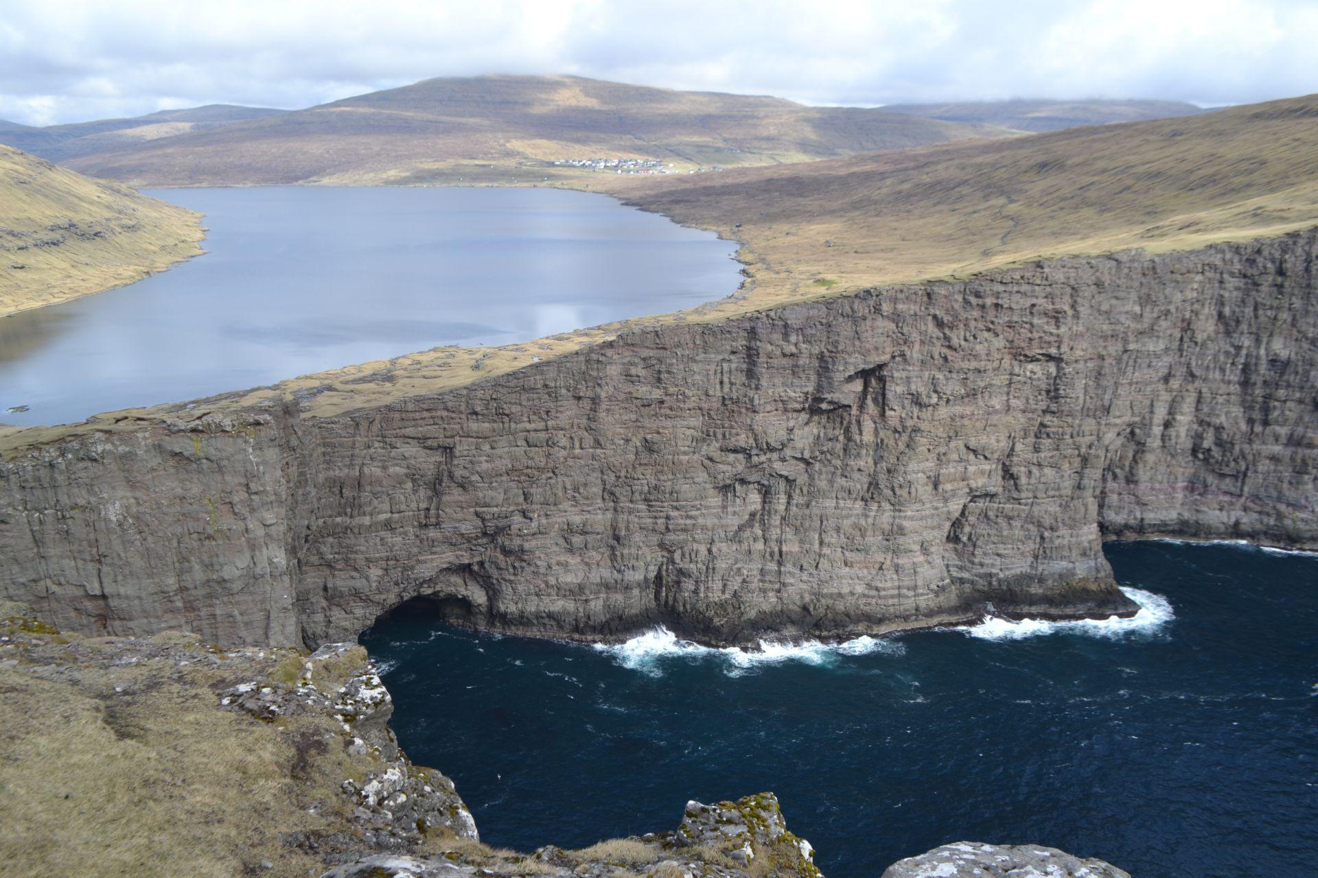 Circuit self-drive în Insulele Feroe: printre localnici, peisaje și wildlife