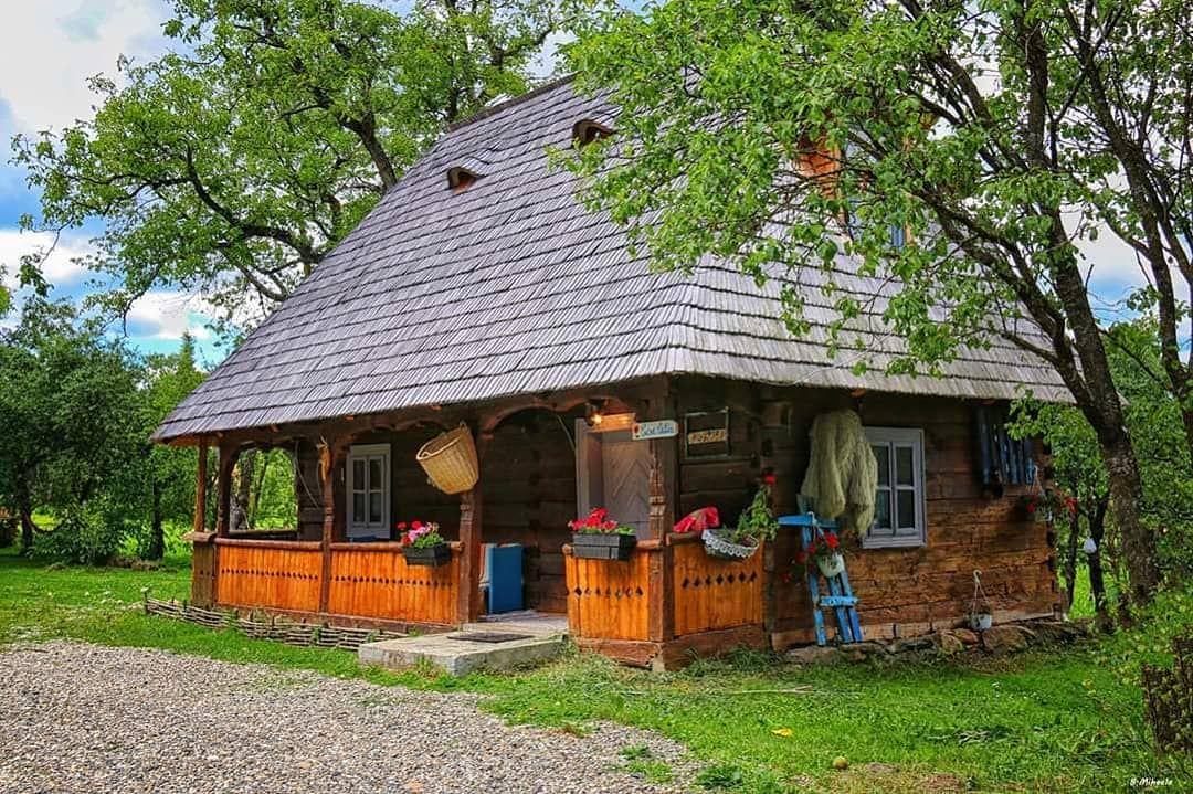 Căsuțe tradiționale din lemn **
