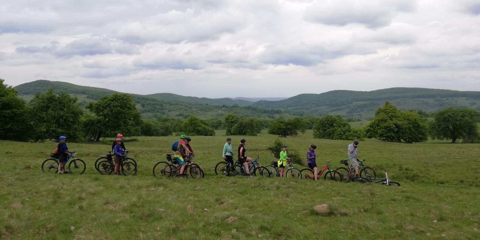 Cicloturism în Transilvania: e-biking și experiențe culinare