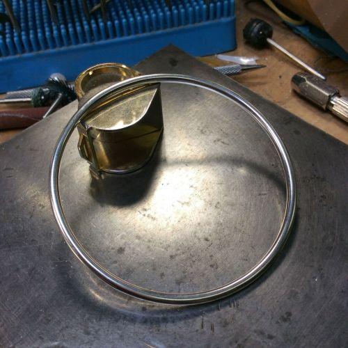Bracelet rigide avec deux perles Akoya de 5,9 mm 56791aa66c10d