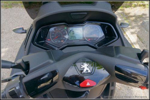 Algo essaie le Peugeot Métropolis 2017 590deddc09652