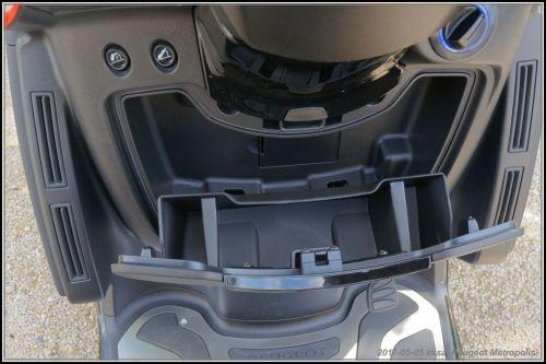 Algo essaie le Peugeot Métropolis 2017 590def346acf5