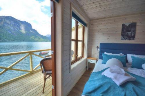 Cottage-uri tradiționale pe malul fjordului***